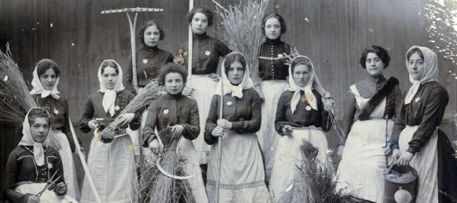 A Zionist club for women, Russia, 1904.